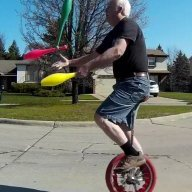 UnicycleJuggler